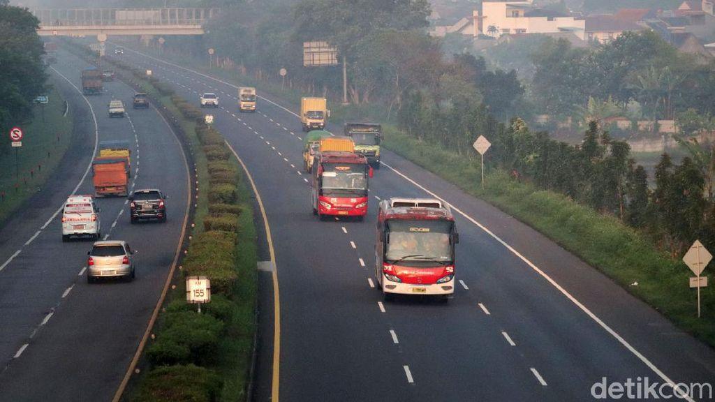 Hari Pertama Larangan Mudik, Exit Tol Cileunyi Ramai Lancar