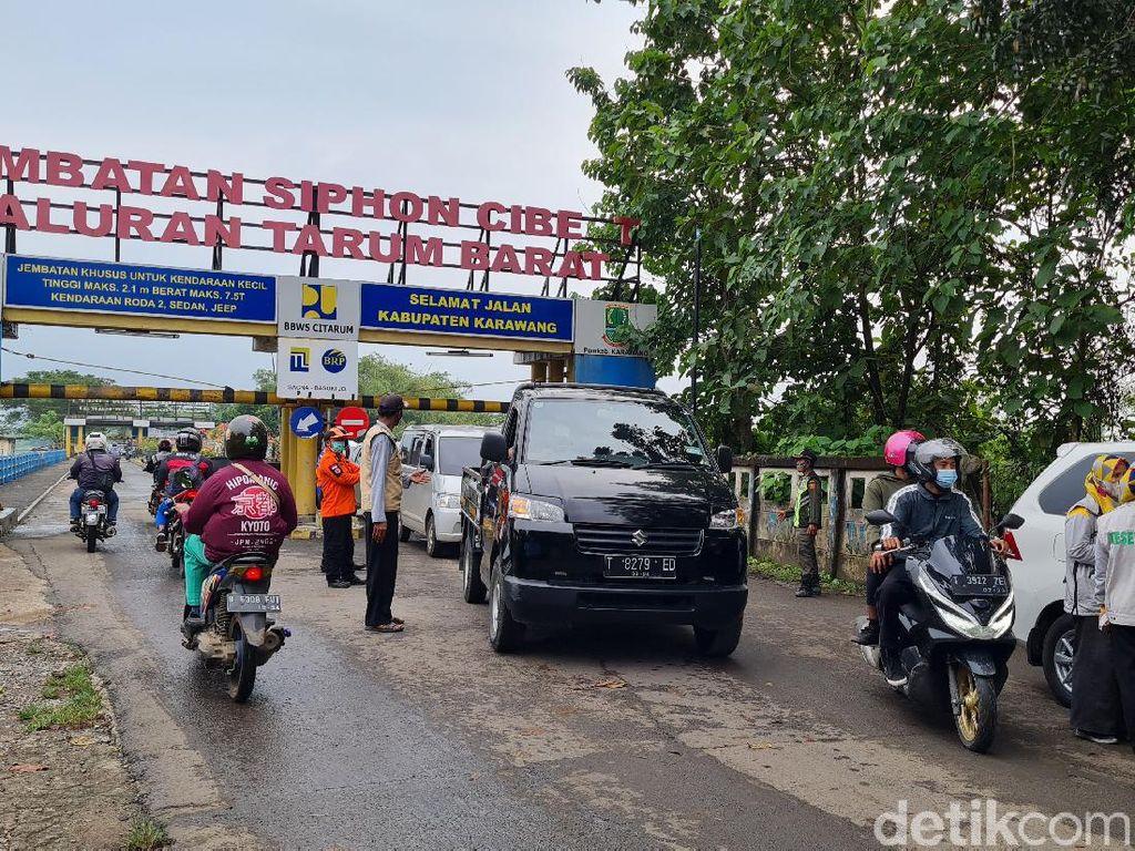 Jalan Tikus di Karawang Dijaga Ketat, Jalur Jembatan Cibeet Macet