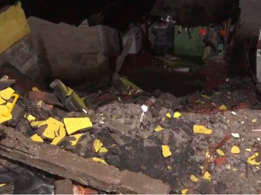Longsor di Jagakarsa, Satu Rumah Tertimpa Reruntuhan