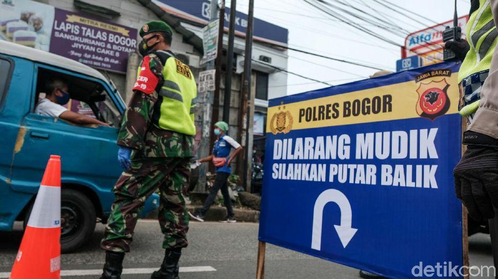Nggak Mau Kecolongan Jalan Parung Bogor Juga Disekat