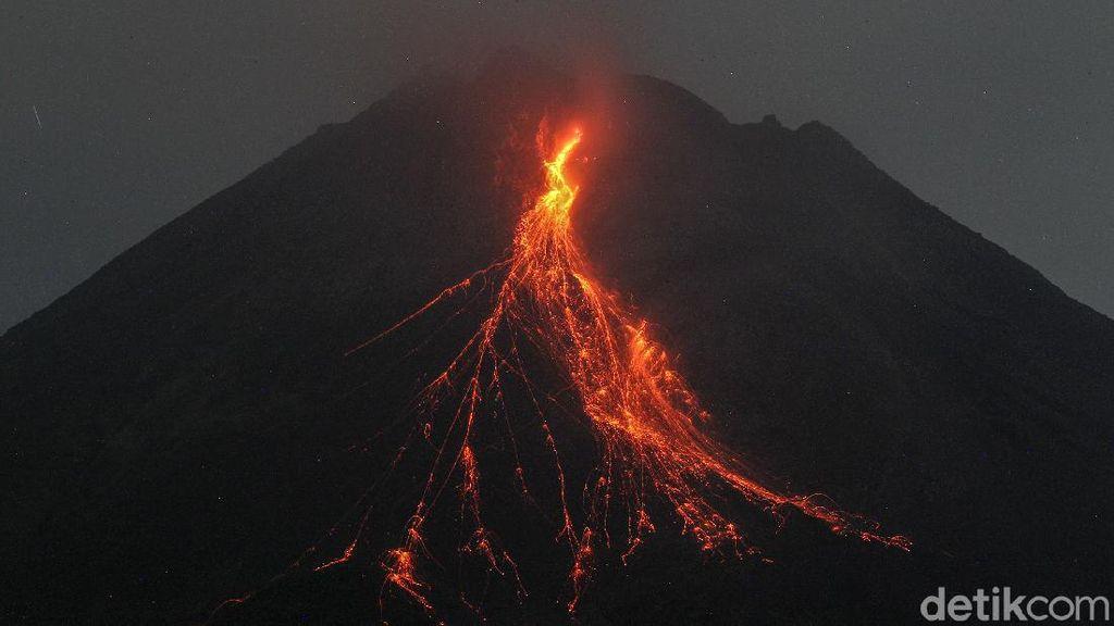 Lagi! Gunung Merapi Muntahkan Lava Pijar