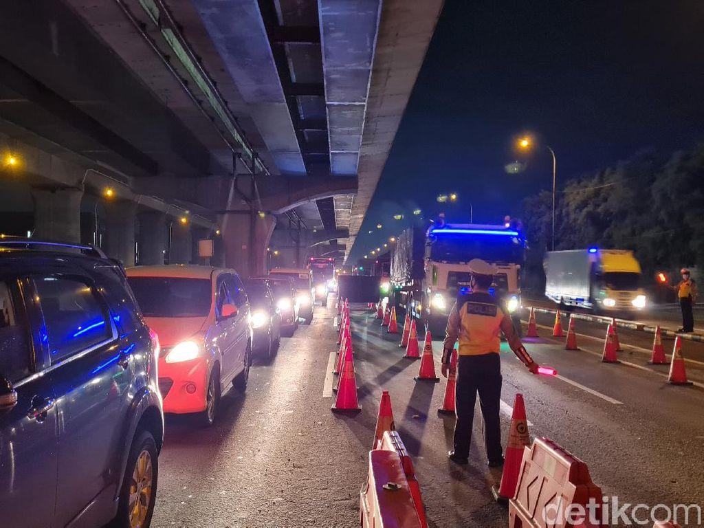 Penyekatan Kendaraan di Tol Cikarang Kembali Diberlakukan, Pemudik Dihalau