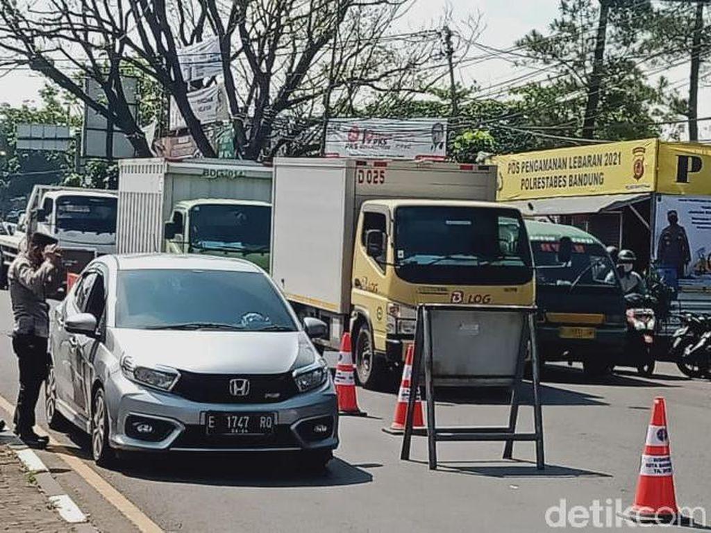 Halau Pemudik, Petugas Berhentikan-Putar Balik Kendaraan Luar Bandung