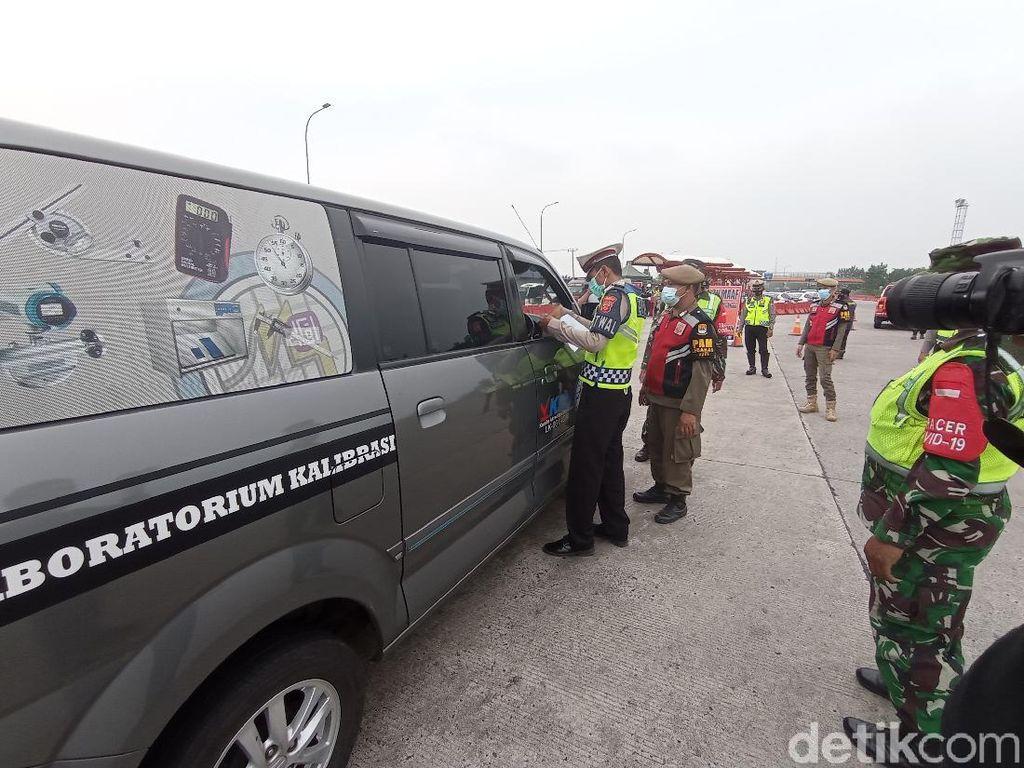 Hari Pertama Larangan Mudik, Polisi Cirebon Putar Balik 221 Kendaraan