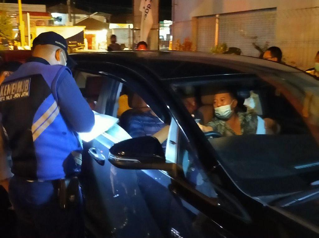 Hari Pertama Penyekatan, 3.169 Kendaraan Dilarang Masuk Jatim