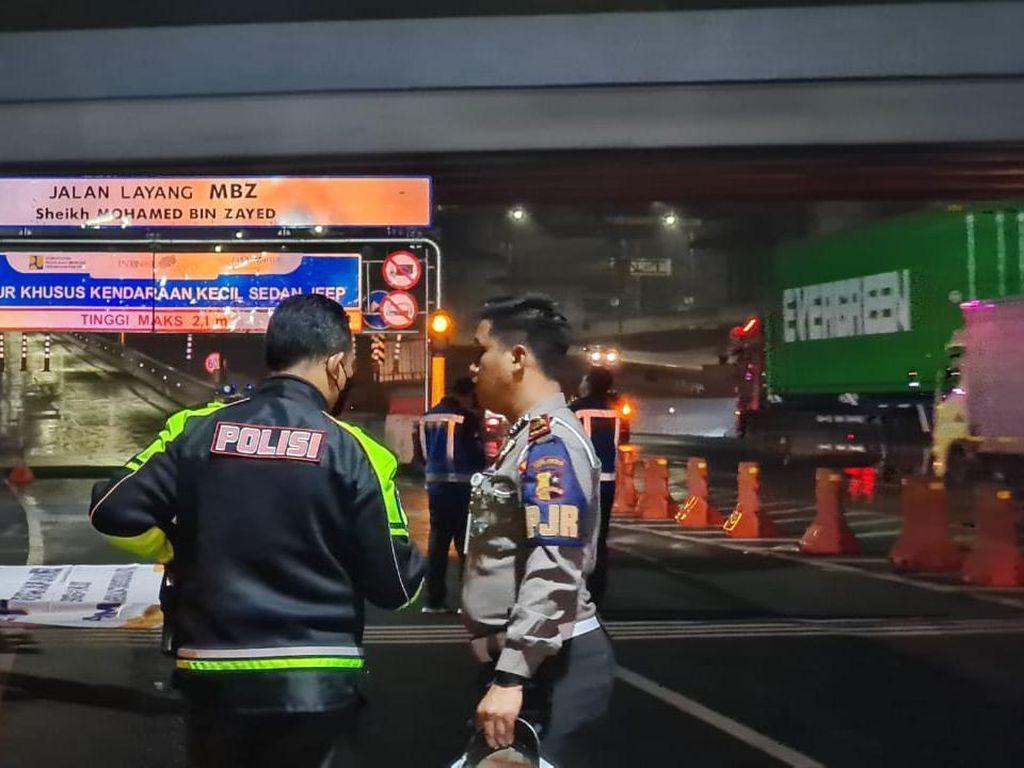 Polisi Amankan Truk Sayur yang Bawa Pemudik di Tol Cikampek