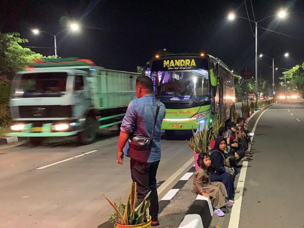 Akhirnya Pemudik yang Terlantar di Suramadu Lolos Usai Dijemput Mobil Plat M