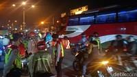 Sekat Pemudik di Karawang, Polisi Putar Balik Puluhan Kendaraan