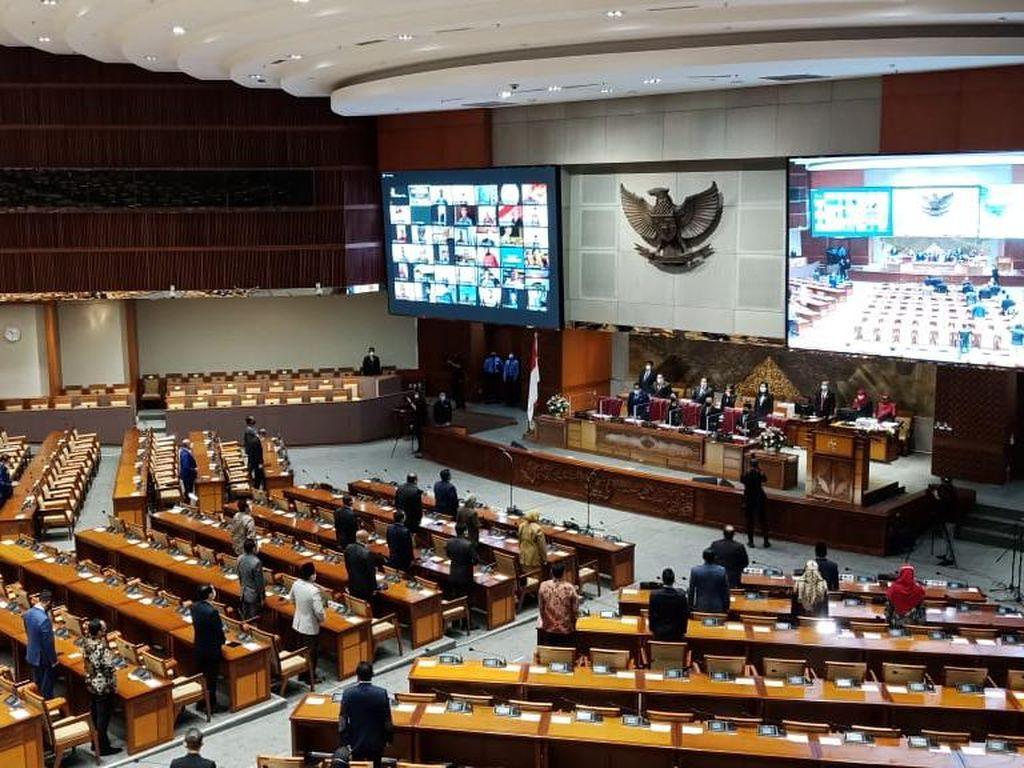 Rapat Paripurna, Azis Syamsuddin Tak Ada di Meja Pimpinan DPR