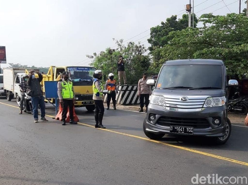 Ratusan Kendaraan Pemudik dari Arah Bandung Diputar Balik di Cianjur