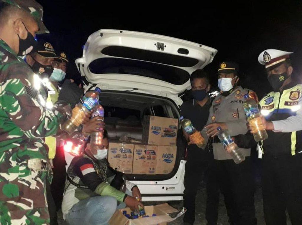 Pos Penyekatan di Trenggalek Gagalkan Peredaran Ratusan Botol Miras