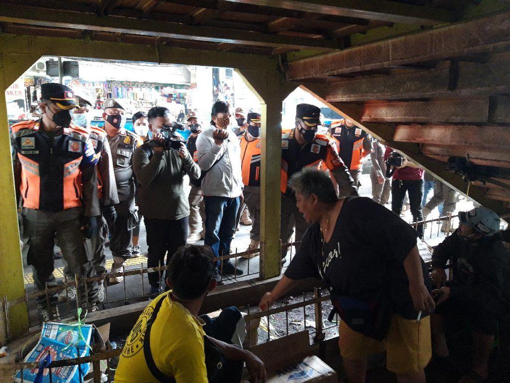 Langgar Prokes, Pedagang di Tanah Abang Ditertibkan Satpol PP