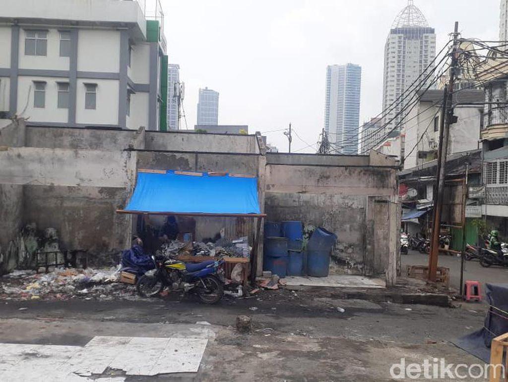 Sejumlah Pedagang Dirikan Lapak di Lokasi Bekas Kebakaran Pasar Kambing
