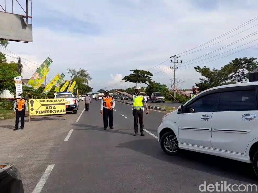 Dilarang Masuk Jateng! 329 Kendaraan Diputar Balik di Perbatasan Brebes