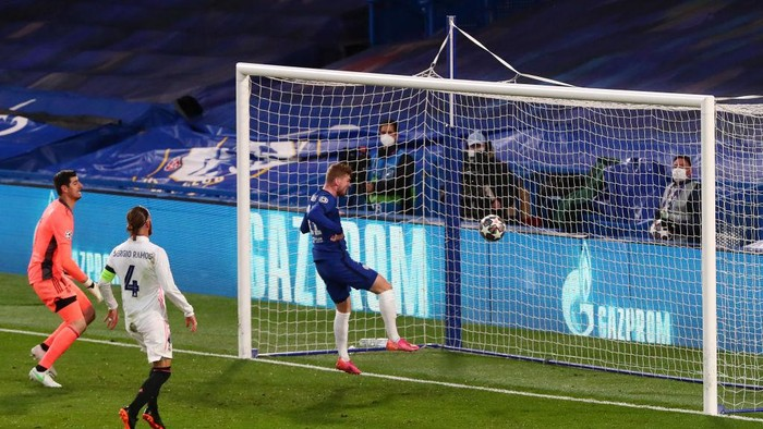 LONDON, ENGLAND - MAY 05: Timo Werner of Chelsea scores his teams first goal past Thibaut Courtois of Real Madrid during the UEFA Champions League Semi Final Second Leg match between Chelsea and Real Madrid at Stamford Bridge on May 05, 2021 in London, England. Sporting stadiums around Europe remain under strict restrictions due to the Coronavirus Pandemic as Government social distancing laws prohibit fans inside venues resulting in games being played behind closed doors. (Photo by Clive Rose/Getty Images)