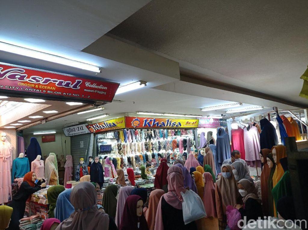 Toko Jilbab yang Ditutup karena Kerumunan di Thamrin City Buka Lagi