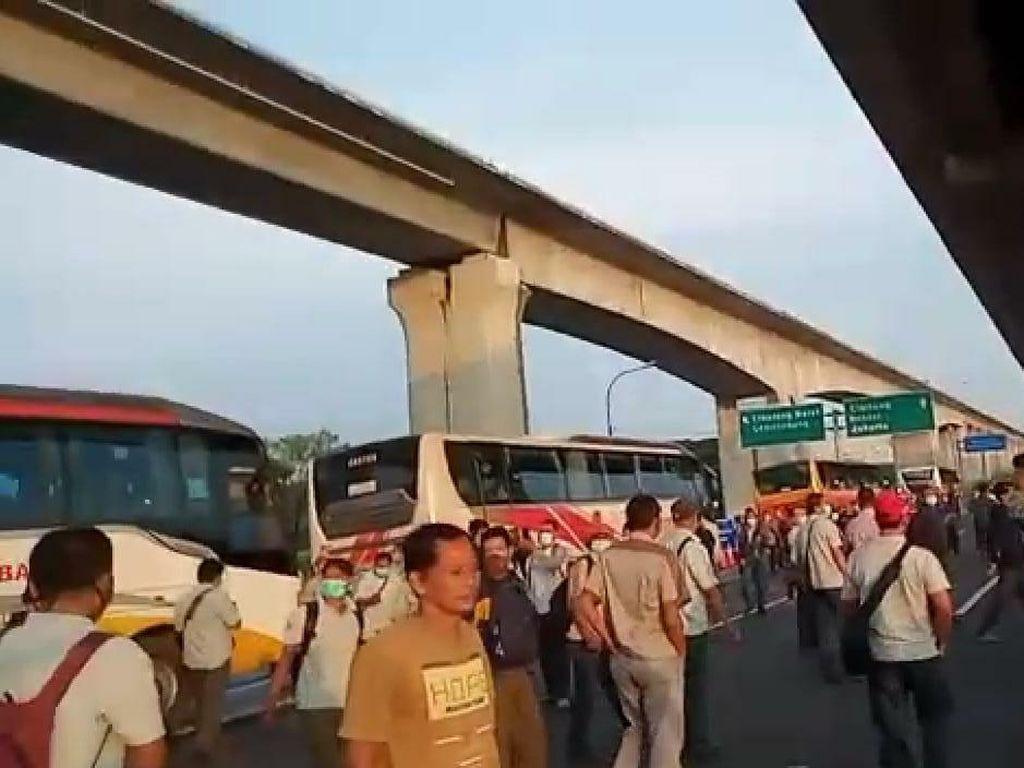 Penutupan Tol Cikarang Bikin Pekerja Terhambat, Ini Penjelasan Polisi