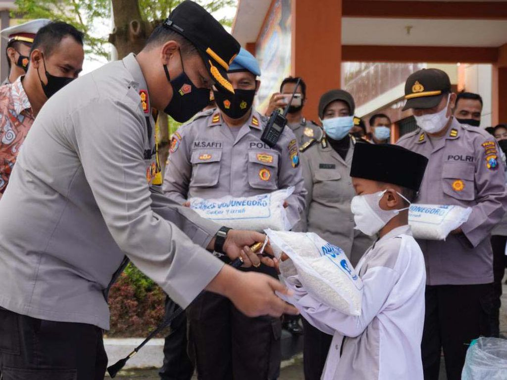 4,7 Ton Beras dan 50 Ribu Masker Digelontor ke Dhuafa dan Warga Tak Mampu