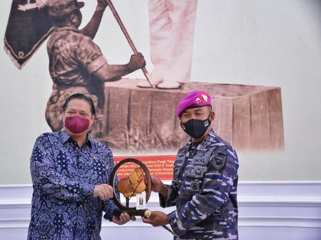 Airlangga Datangi Markas TNI AL, Ucapkan Belasungkawa KRI Nanggala 402