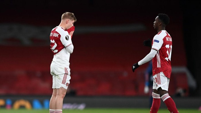 LONDON, ENGLAND - MAY 06: Emile Smith Rowe (L) of Arsenal reacts as he is embraced by team mate Eddie Nketiah following the UEFA Europa League Semi-final Second Leg match between Arsenal and Villareal CF at Emirates Stadium on May 06, 2021 in London, England. Sporting stadiums around Europe remain under strict restrictions due to the Coronavirus Pandemic as Government social distancing laws prohibit fans inside venues resulting in games being played behind closed doors. (Photo by Shaun Botterill/Getty Images)