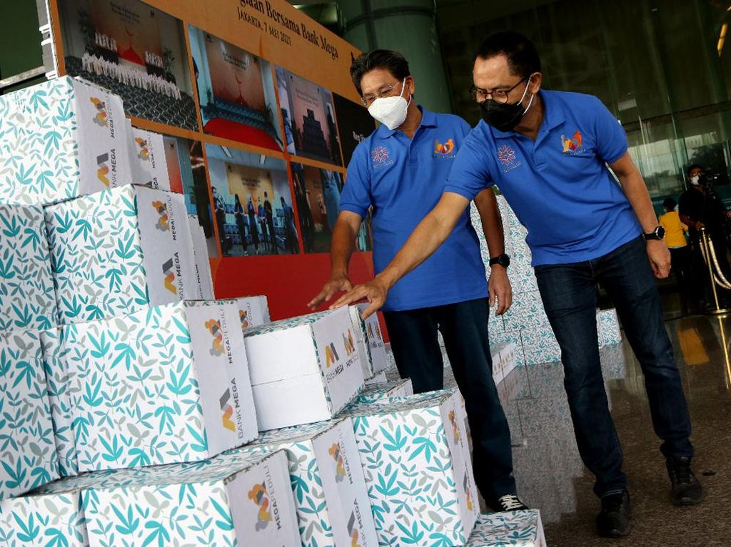 Bank Mega Sebar Ribuan Paket Sembako di Kala Ramadhan
