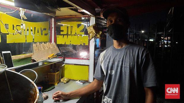 Aris (38) perantau asal Padang Pariaman, Suamatera Barat tidak bisa mudik karena ada larangan pemerintah dan kesulitan ekonomi. Ia khawatir tak bisa bertemu ibunya lagi yang sudah tua, Kamis (6/5).