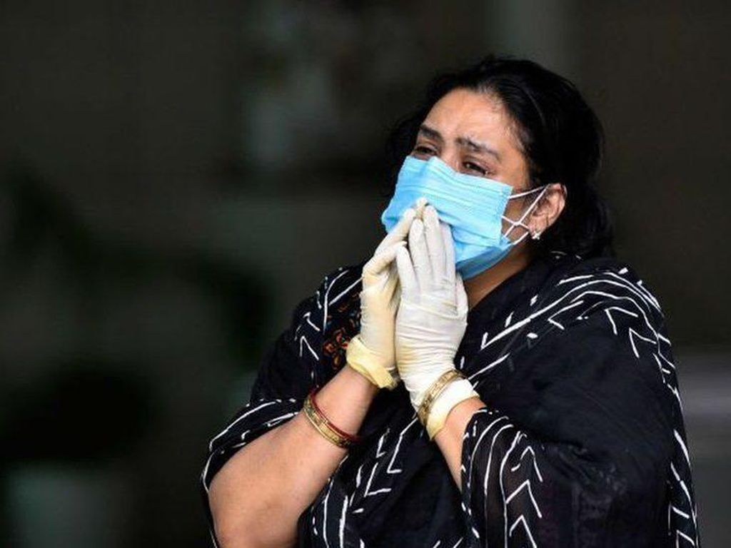 India Darurat Corona, Banyak Keluarga Merawat Saudaranya yang Sekarat di Rumah