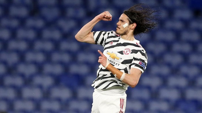 ROME, ITALY - MAY 06: Edinson Cavani of Manchester United celebrates after scoring their sides first goal during the UEFA Europa League Semi-final Second Leg match between AS Roma and Manchester United at Stadio Olimpico on May 06, 2021 in Rome, Italy. Sporting stadiums around Europe remain under strict restrictions due to the Coronavirus Pandemic as Government social distancing laws prohibit fans inside venues resulting in games being played behind closed doors. (Photo by Paolo Bruno/Getty Images)