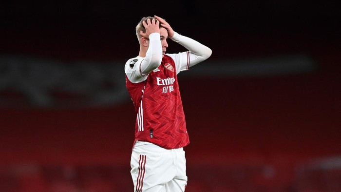LONDON, ENGLAND - MAY 06: Emile Smith Rowe of Arsenal reacts following the UEFA Europa League Semi-final Second Leg match between Arsenal and Villareal CF at Emirates Stadium on May 06, 2021 in London, England. Sporting stadiums around Europe remain under strict restrictions due to the Coronavirus Pandemic as Government social distancing laws prohibit fans inside venues resulting in games being played behind closed doors. (Photo by Shaun Botterill/Getty Images)