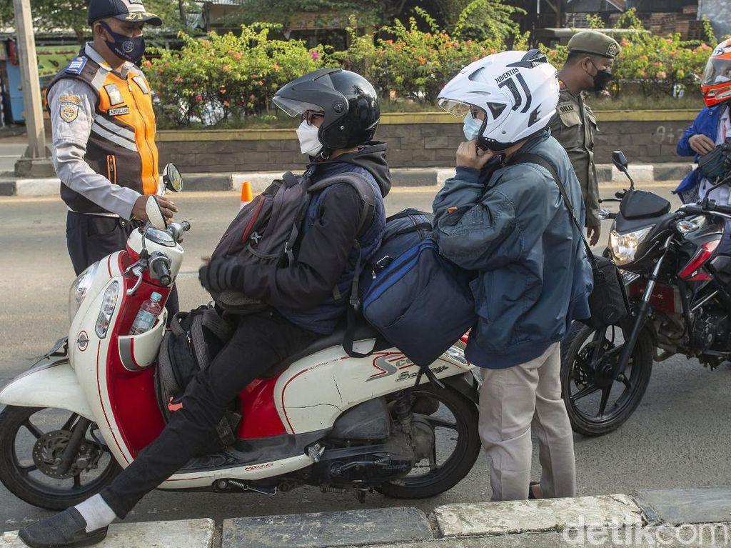 Nyaris 1.000 Kendaraan Diputar Balik di Pos Tanjungpura Karawang!