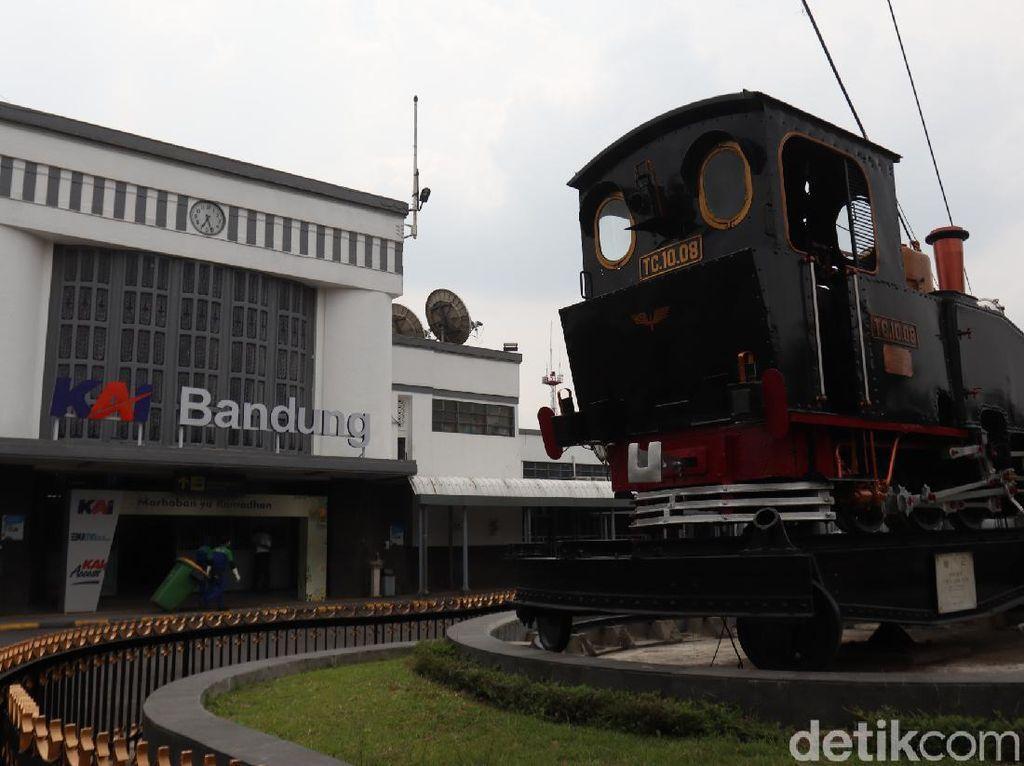 Menengok Monumen Purwa Aswa Purba di Stasiun Bandung