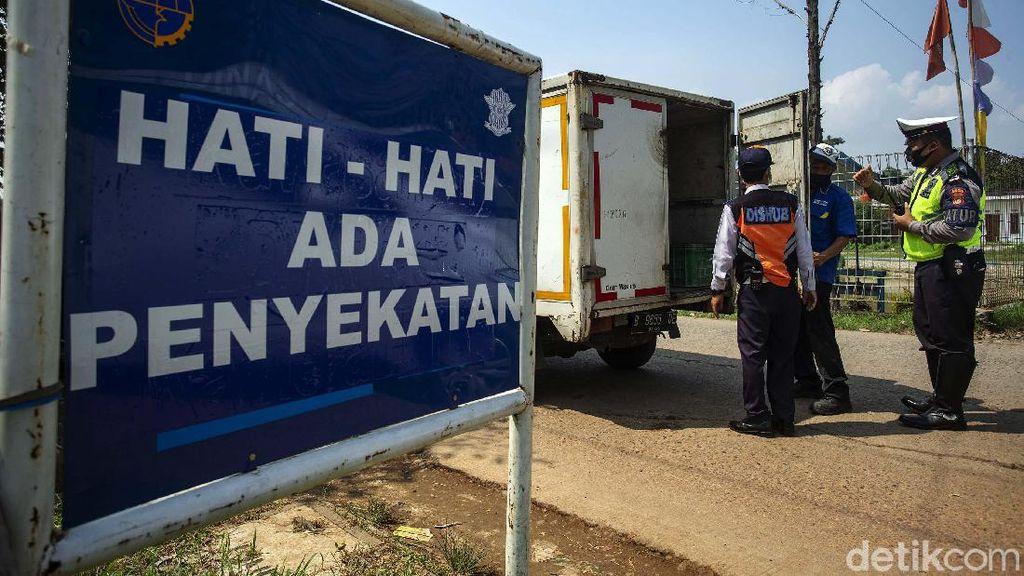 Penyekatan Pemudik, Petugas Perketat Jalur Tikus di Kalimalang