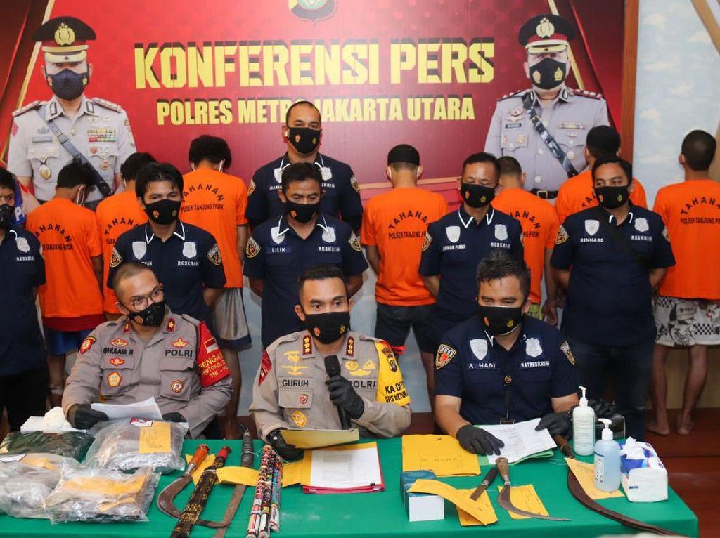 Pria Tewas Dikeroyok di Kafe Pinggir Rel KA Jakut, 3 Pelaku Ditangkap