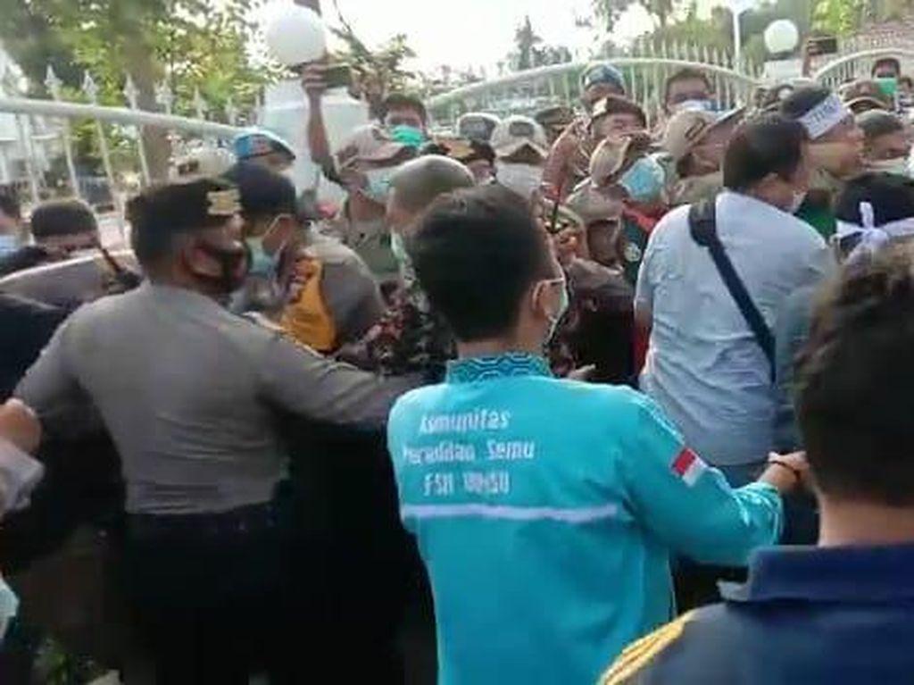 Demo Tolak Kenaikan BBM di Rumah Dinas Gubsu Ricuh!