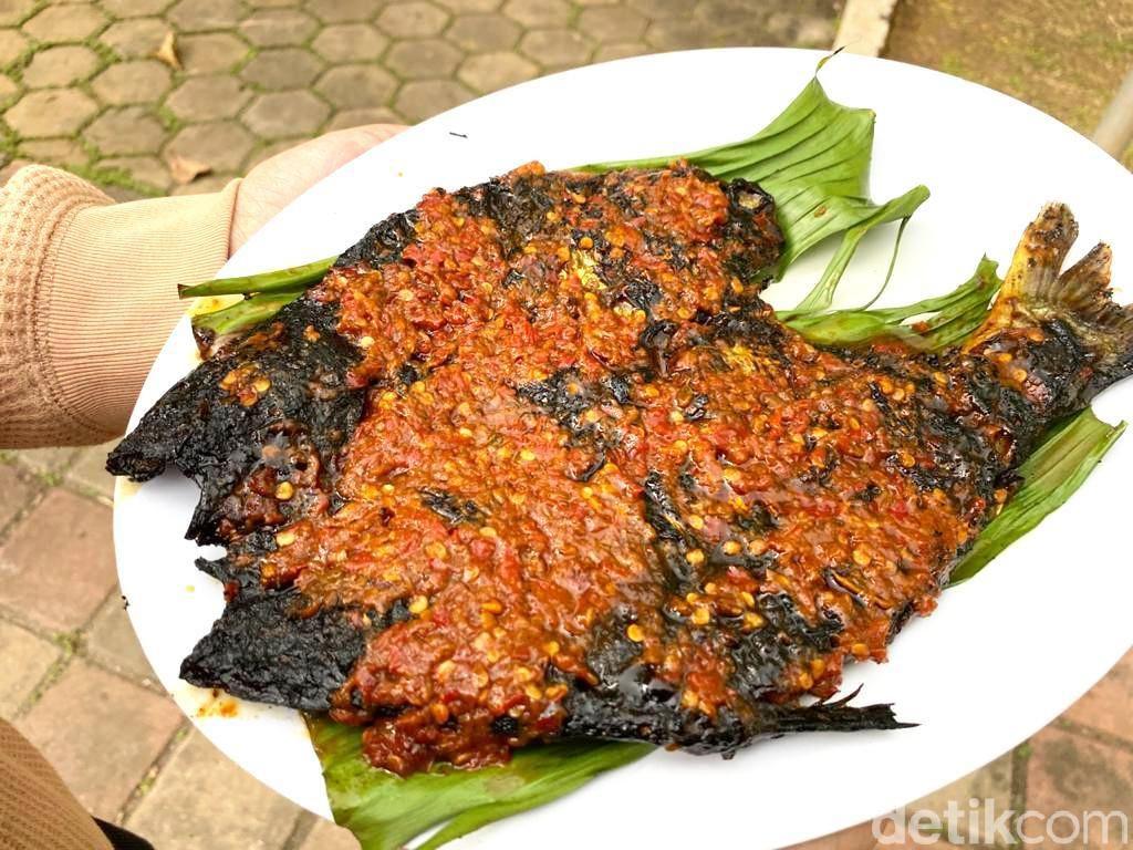RM. Saung Apung : Buka Puasa Lesehan Makan Ikan Patin dan Genjer Oncom