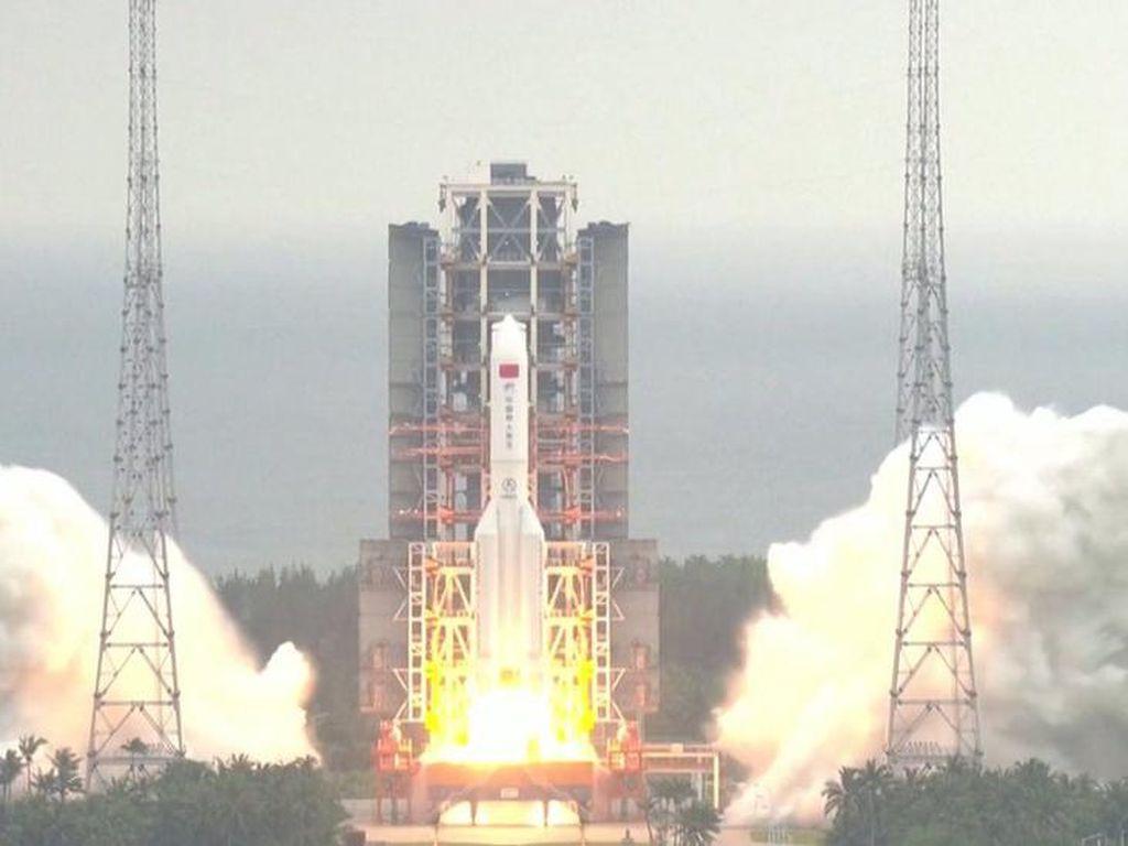 Roket China Bakal Jatuh Tak Terkendali ke Bumi, di Mana?