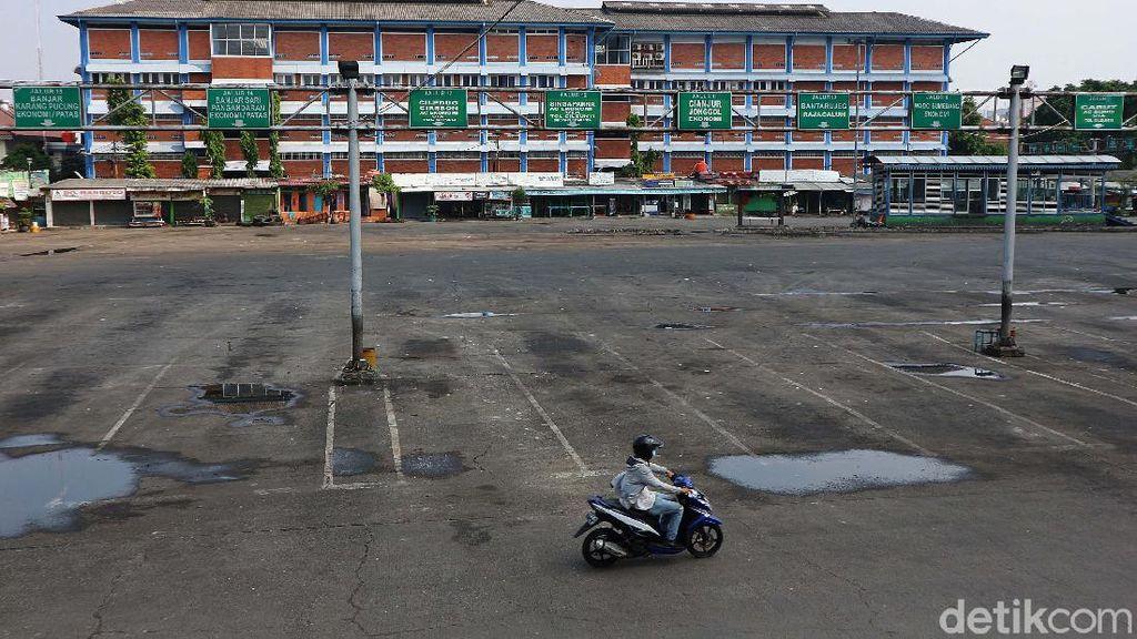 Sunyi Sepi di Terminal Kota Bekasi saat Larangan Mudik 2021