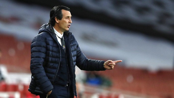 Villareals manager Unai Emery gives instructions from the side line during the Europa League semifinal second leg soccer match between Arsenal and Villarreal at the Emirates stadium in London, England, Thursday, May 6, 2021. (AP Photo/Alastair Grant)