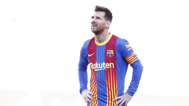 Barcelona's Lionel Messi reacts end of the Spanish La Liga soccer match between FC Barcelona and Atletico Madrid at the Camp Nou stadium in Barcelona, Spain, Saturday, May 8, 2021. (AP Photo/Joan Monfort)