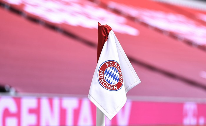 MUNICH, GERMANY - OCTOBER 24: A corner flag with the Bayern Munich logo in front of covered stands during the Bundesliga match between FC Bayern Muenchen and Eintracht Frankfurt at Allianz Arena on October 24, 2020 in Munich, Germany. (Photo by Lukas Barth-Tuttas - Pool/Getty Images)