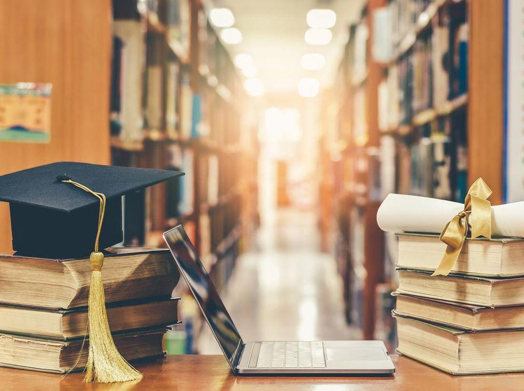 Kahmi Jabar Scholarship Salurkan Beasiswa di Kampus UICI