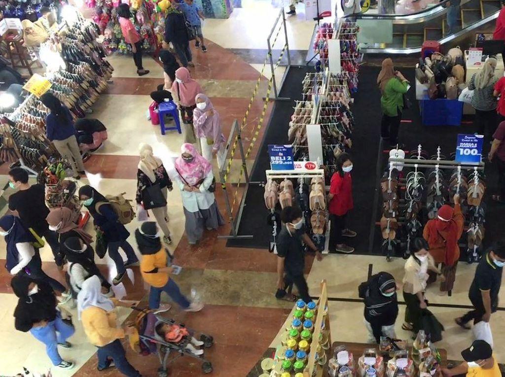 Suasana Blok M yang Ramai Pengunjung Jelang Lebaran