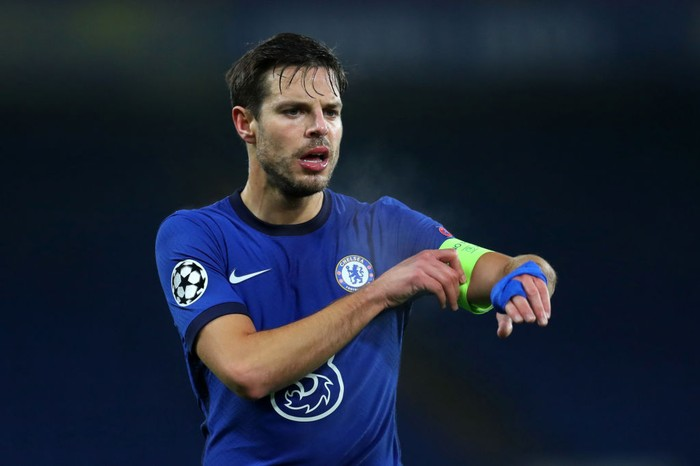 LONDON, ENGLAND - DECEMBER 08: Cesar Azpilicueta of Chelsea adjusts the captains armband during the UEFA Champions League Group E stage match between Chelsea FC and FC Krasnodar at Stamford Bridge on December 08, 2020 in London, England. A limited number of fans (2000) are welcomed back to stadiums to watch elite football across England. This was following easing of restrictions on spectators in tiers one and two areas only. (Photo by Catherine Ivill/Getty Images)