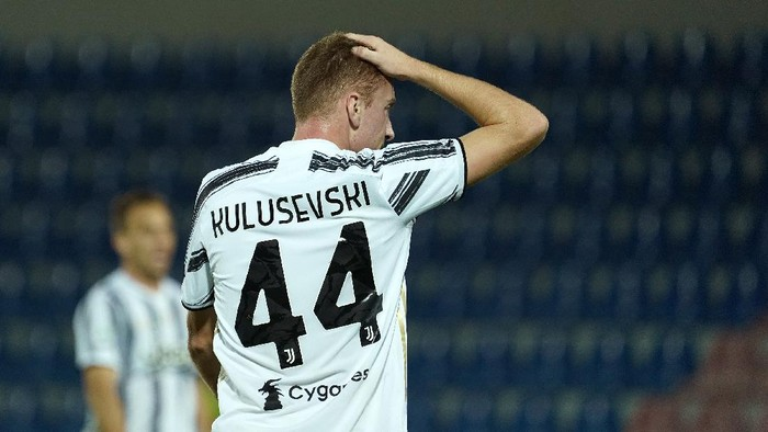 CROTONE, ITALY - OCTOBER 17: Dejan Kulusevski of Juventus reacts during the Serie A match between FC Crotone and Juventus at Stadio Comunale Ezio Scida on October 17, 2020 in Crotone, Italy. (Photo by Getty Images/Getty Images)