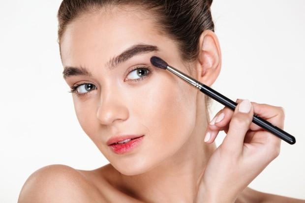 5 Cara Mengaplikasikan Eyeshadow dengan Benar