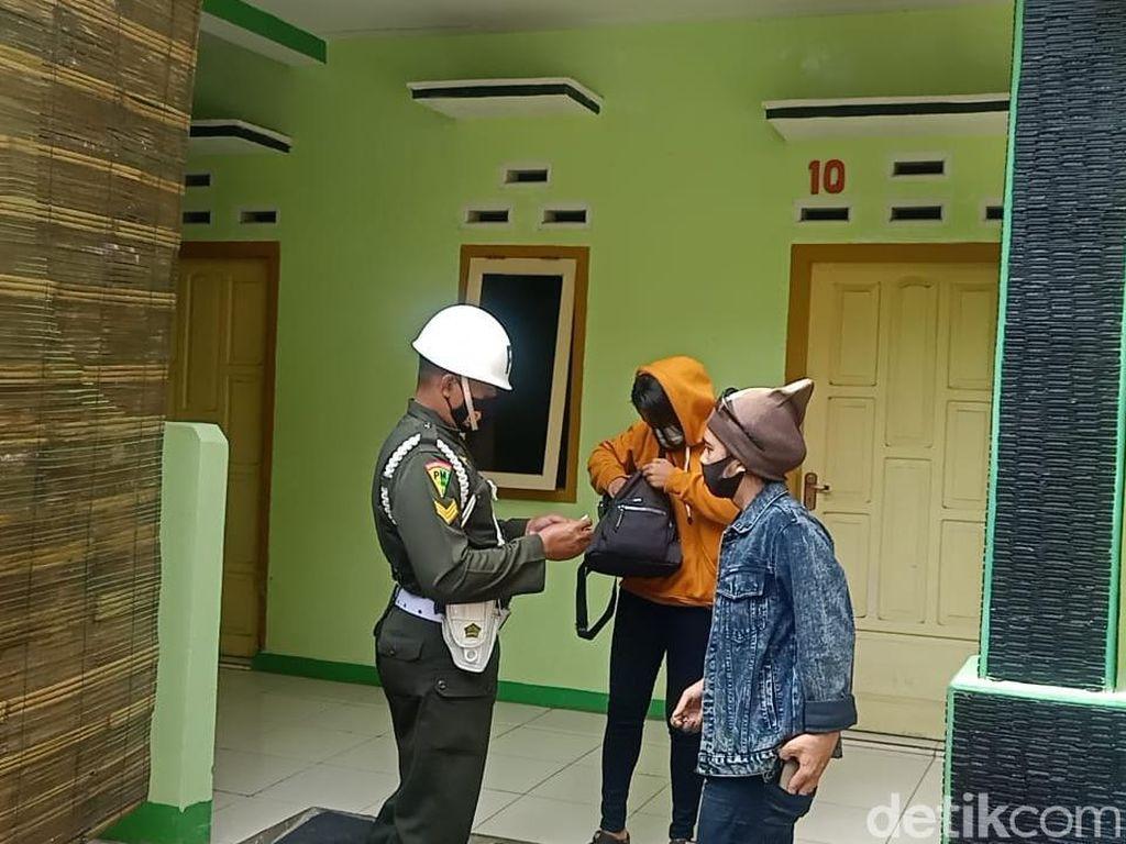 Ngamar Siang Hari di Pangandaran, 12 Pasangan Diamankan Petugas
