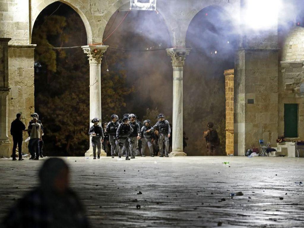 Bentrok Berdarah Polisi Israel-Warga di Al-Aqsa Usai Buka Puasa