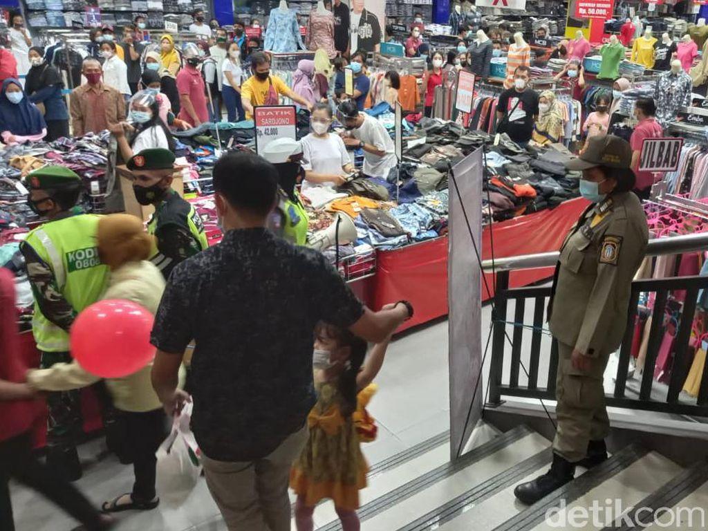 Keluh Kesah Pedagang di Blitar soal Pembeli Bubar Gegara Penertiban Prokes