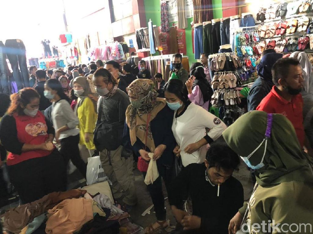Jelang Lebaran, Omzet PKL di Pasar Tanah Abang Naik 50%