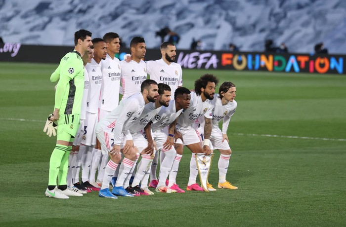 MADRID, SPAIN - APRIL 27: Players of Real Madrid pose for a team photograph prior to the UEFA Champions League Semi Final First Leg match between Real Madrid and Chelsea FC at Estadio Alfredo Di Stefano on April 27, 2021 in Madrid, Spain. Sporting stadiums around Spain remain under strict restrictions due to the Coronavirus Pandemic as Government social distancing laws prohibit fans inside venues resulting in games being played behind closed doors.  (Photo by Angel Martinez/Getty Images)